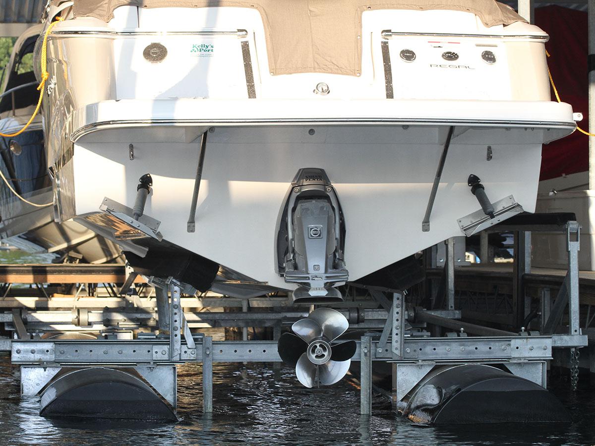 8,000 lb capacity boat lift