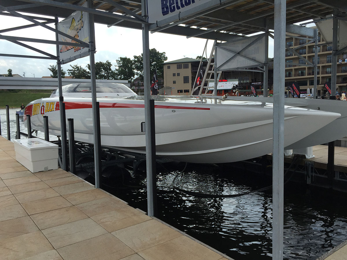 Catamaran capable boat lift