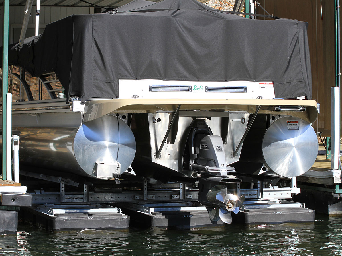 Rotationally molded 8,000 lb capacity boat lift